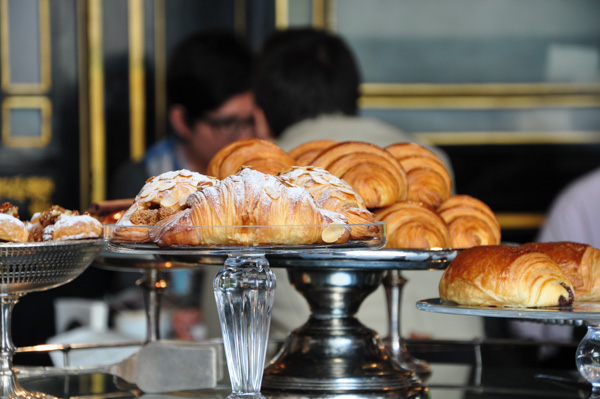 Entertablement Abroad – Breakfast at The Wolseley, London