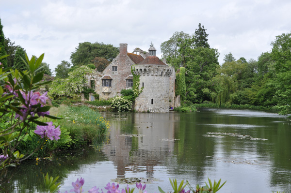 Entertablement Abroad – Scotney Castle