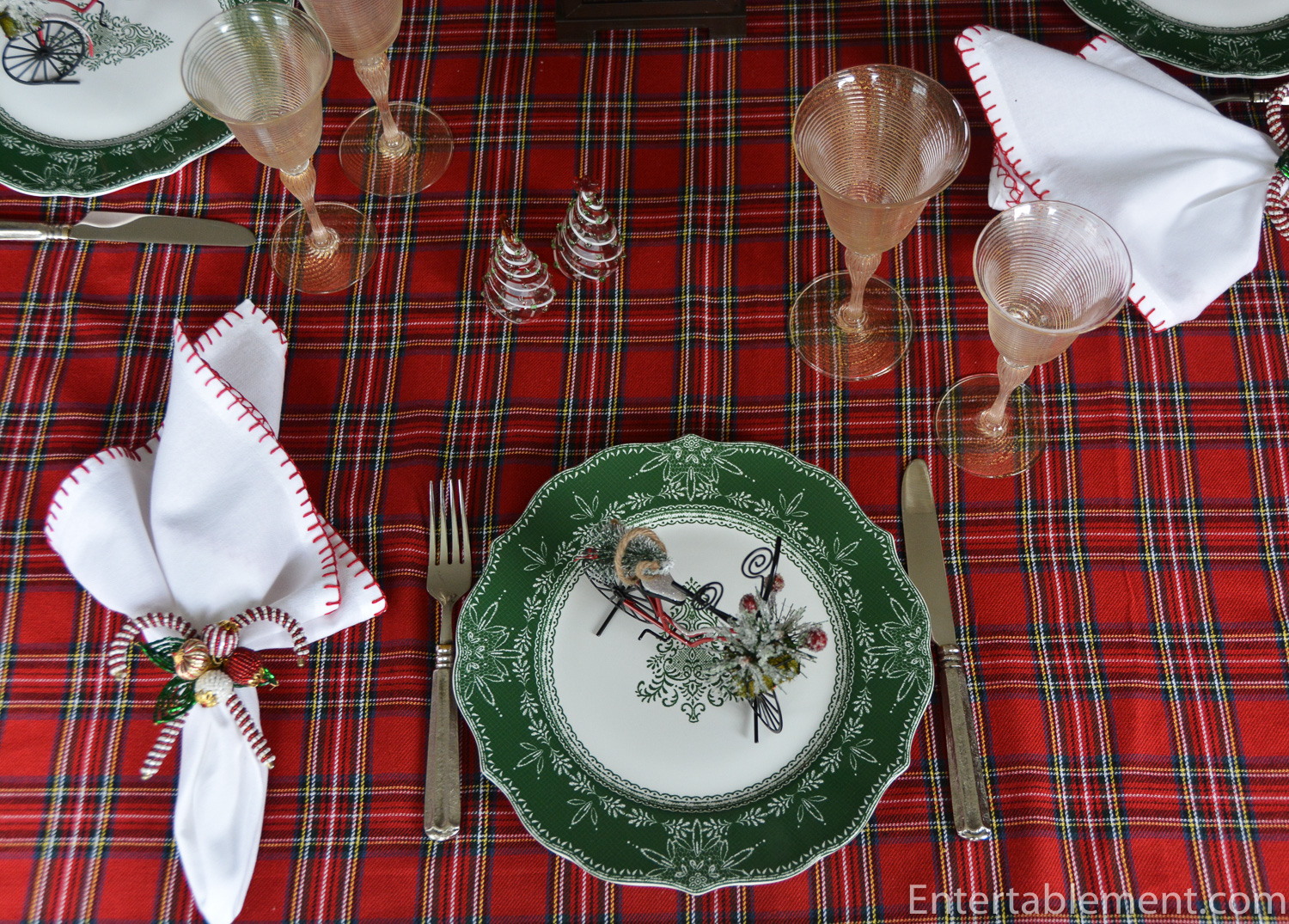The dinner plate has a pretty scalloped edge and a scrolled triangular pattern in the white centre. Macy\u0027s had full dinnerware sets on offer last year at ... & Green Ball by 222 Fifth \u2013 Entertablement