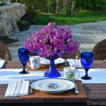 Outdoor table set with Le Balón Villleroy & Boch cobalt glasses